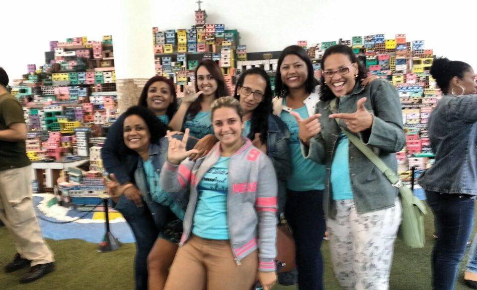 Grupo de surdos da Comunidade de Campo Grande. Visita à Região do Porto (Museu do Amanhã). Destaque para a Coordenadora Local, Shirlei.
