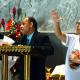 Jorge, membro da Pastoral do Cego na Missa da Peregrinação do Ano da Misericórdia em junho de 2016. Ao lado a intérprete de Libras , Laura. Jorge faz a leitura em braile.