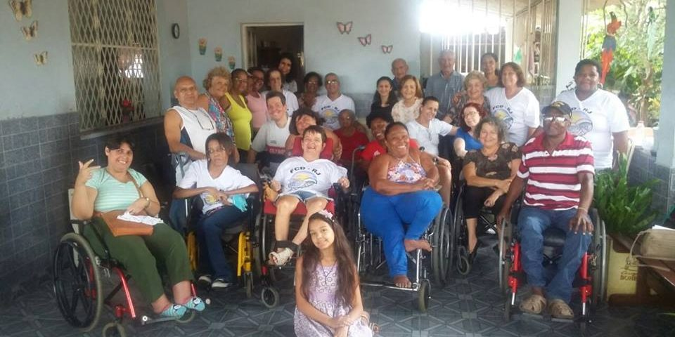Grupo de Fraternistas, sua maioria cadeiras de rodas.