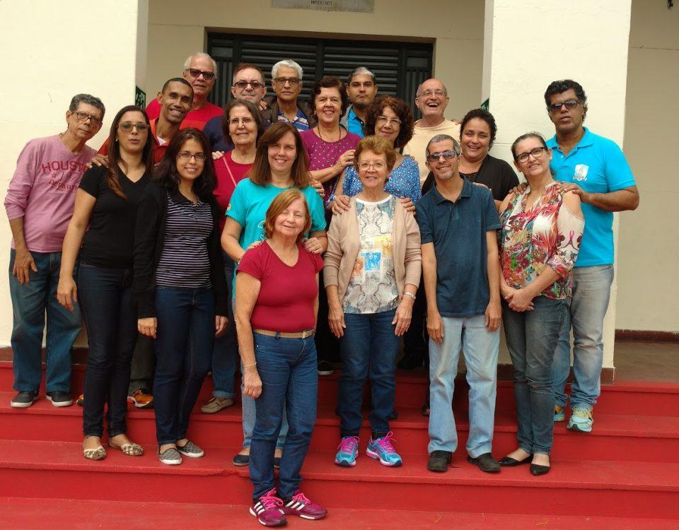 Escadaria da Capela de Santa Teresinha do Menino Jesus da Pequena Cruzada - Lagoa . Coordenadores Regionais, Coordenadores Locais e Intérpretes do Rio.