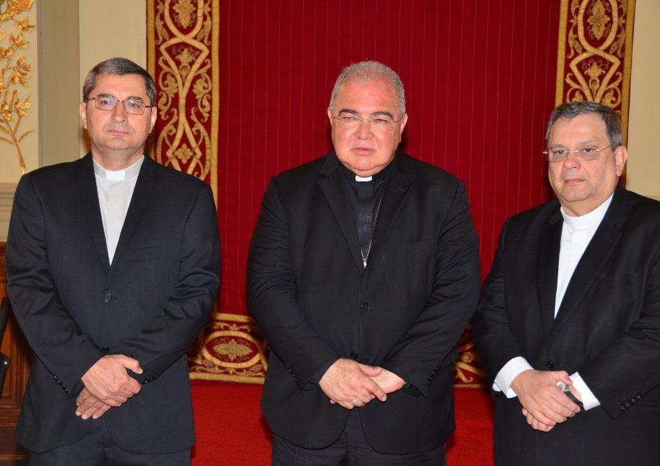 Da esquerda para direita: Padre Paulo Romão, ao centro, Dom Orani, Cardeal do Rio e ao lado, Monsenhor Joel