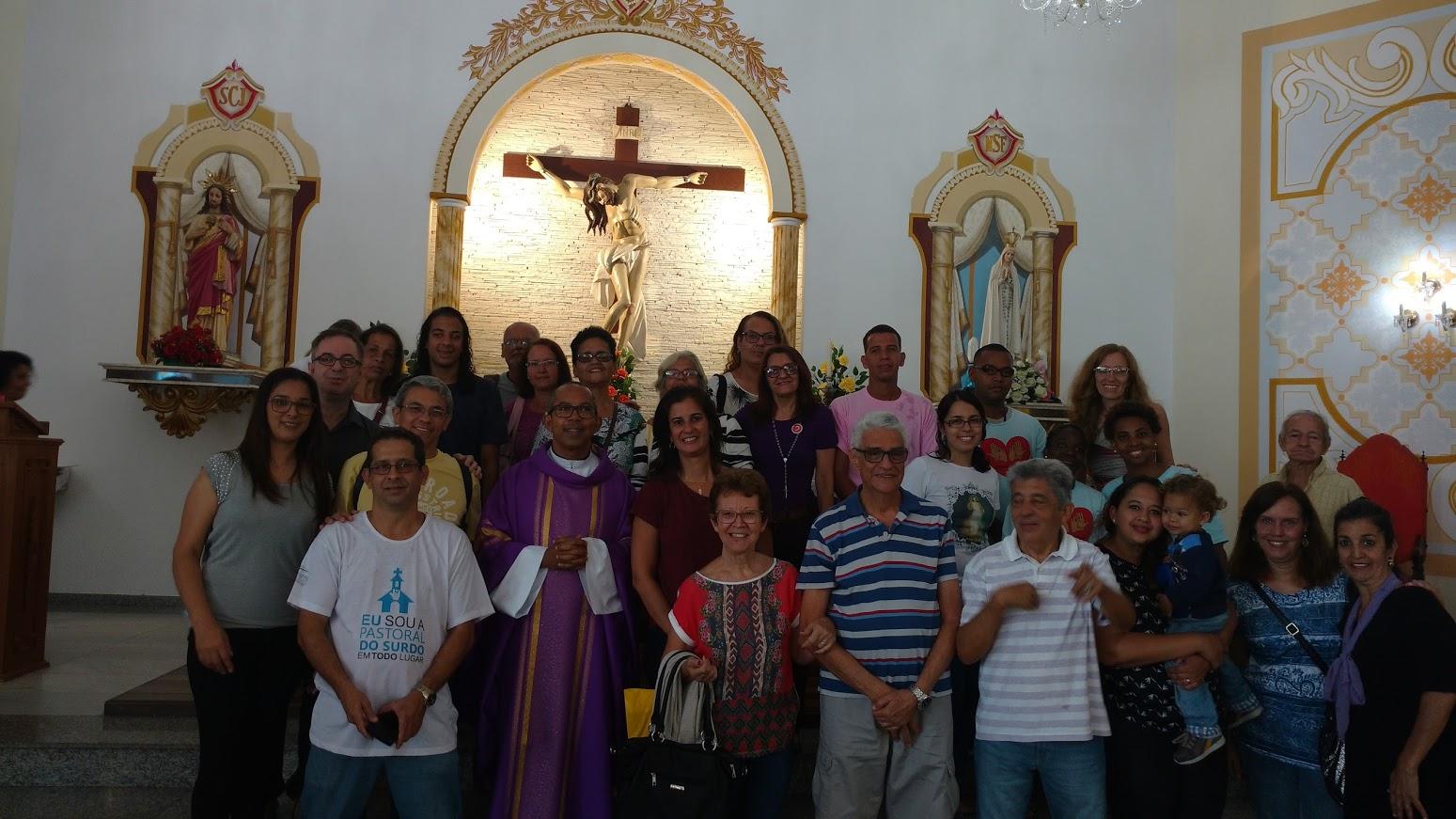 Paróquia Nossa Senhora de Fátima - Jacarepaguá. Missa das 10:15 h com o Padre Evandro José, vigário paroquial.