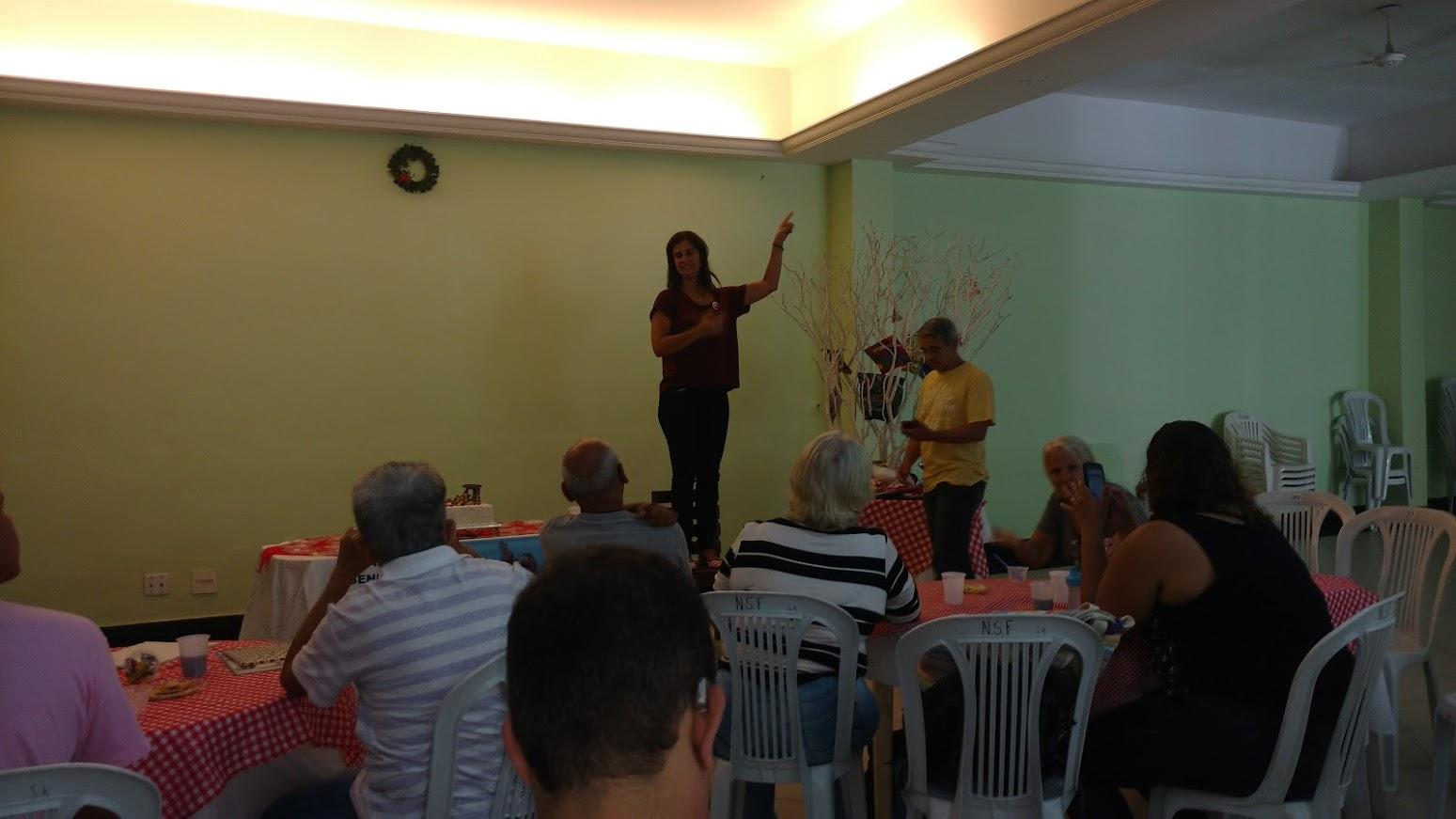 Janise, surda, casada com surdo e mãe de dois filhos ouvintes, é uma das Coordenadoras do Regional Leste 1 organizando o Amigo Oculto.