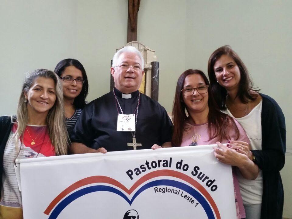 Coordenadoras do Regional Leste 1. Da esquerda para direita: Isabel de Macaé, Hilda (Rio), dom Celso (Bispo de Apucarana (PR), Paula (Rio) e Janise (Rio).