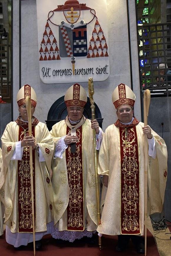 Dom Paulo, Dom Orani (Cardeal) e Dom Joel, após a Sagração Episcopal.