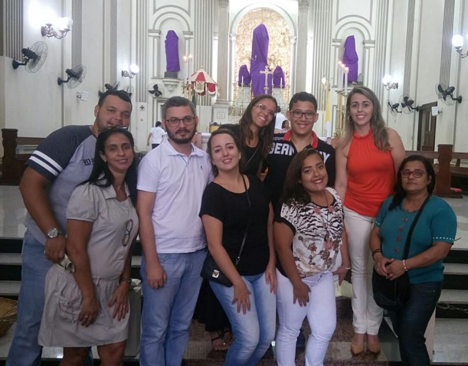 Surdos e intérpretes na 1ª Missa de Inauguração da Pastoral do Surdo em Campos, RJ. Catedral do Santíssimo Redentor.