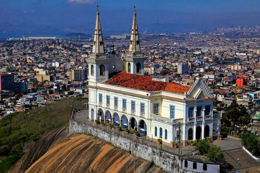 Basílica Santuário construída no Morro da Penha, com 382 degraus. conclusão do atual Templo em 1925.