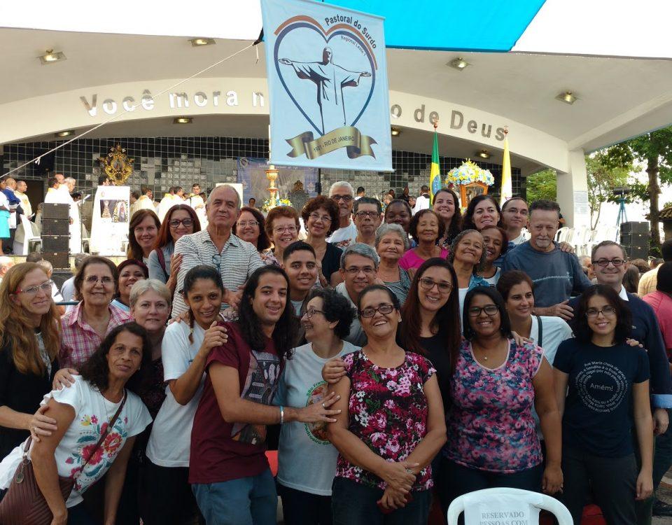 Foto com surdos do Rio de Janeiro na Missa do dia 06 de maio na Igreja da Penha.