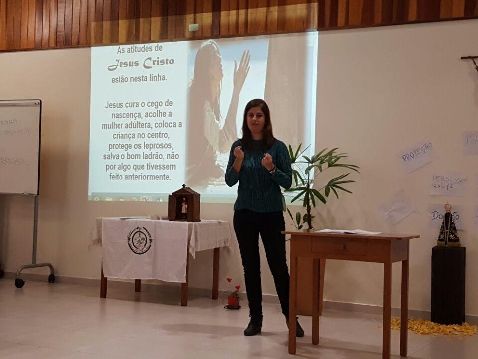 Janise Duque Estrada, da Comunidade de Jacarepaguá no Rio de Janeiro apresenta palestra no Encontro de Catequese no Paraná.