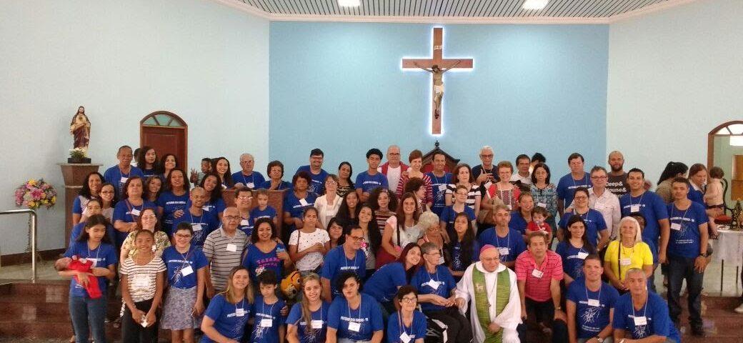 Foto oficial dos surdos de VR e do Rio após Missa. na Igreja de Nossa Senhora das Graças. Mais de 70 pessoas na Visita Missionária .