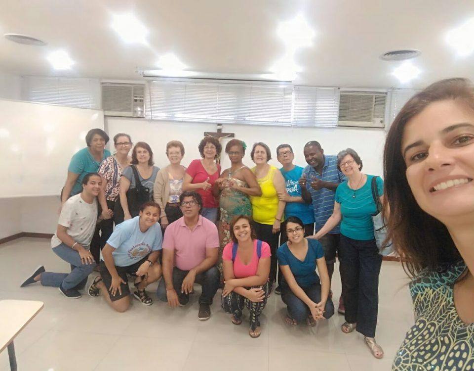 16 pessoas surdas e ouvintes reunidas no dia 25 de novembro para a reunião preparatória das atividades de 2018.