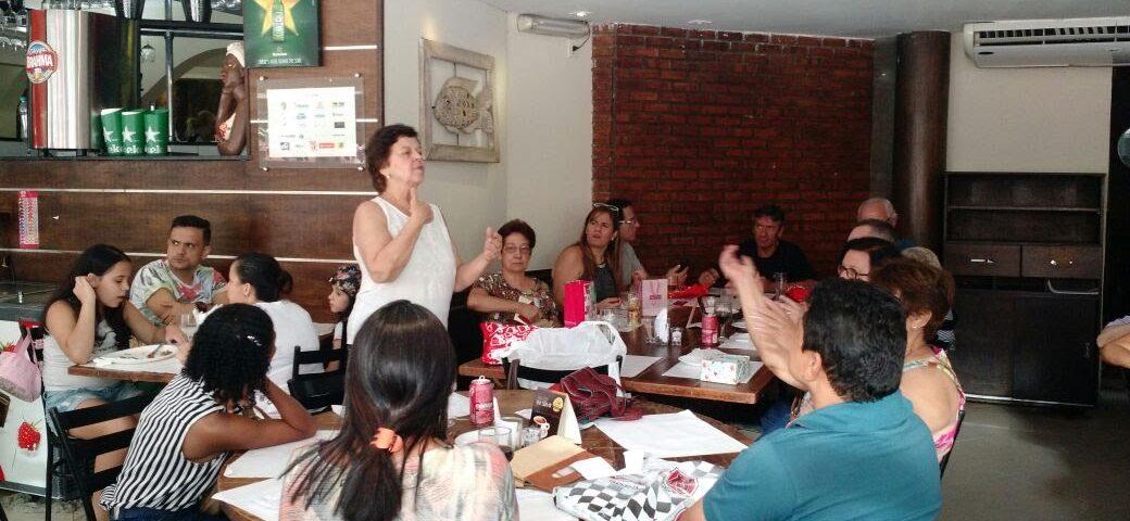 Ana Maria faz o discurso para começar o Amigo Oculto. Dia 10 de dezembro em Niterói.