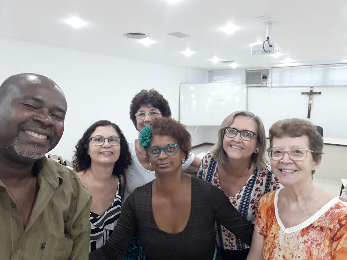 Coordenadores Locais junto de uma das Coordenadoras do Regional Leste 1, Sra. Iracema Müller.