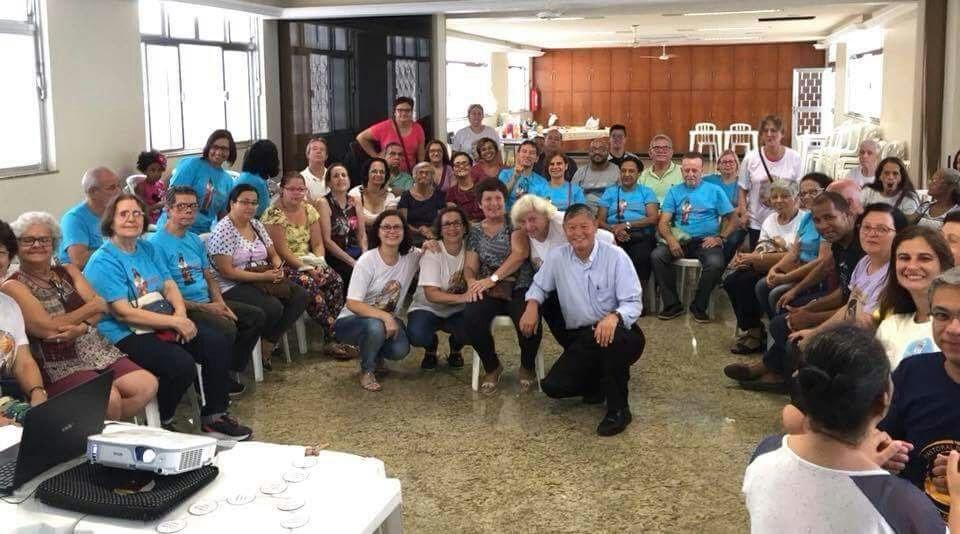 Grupo após o aprofundamento da Missão do surdo na sociedade. Presença do Padre Li, pároco.
