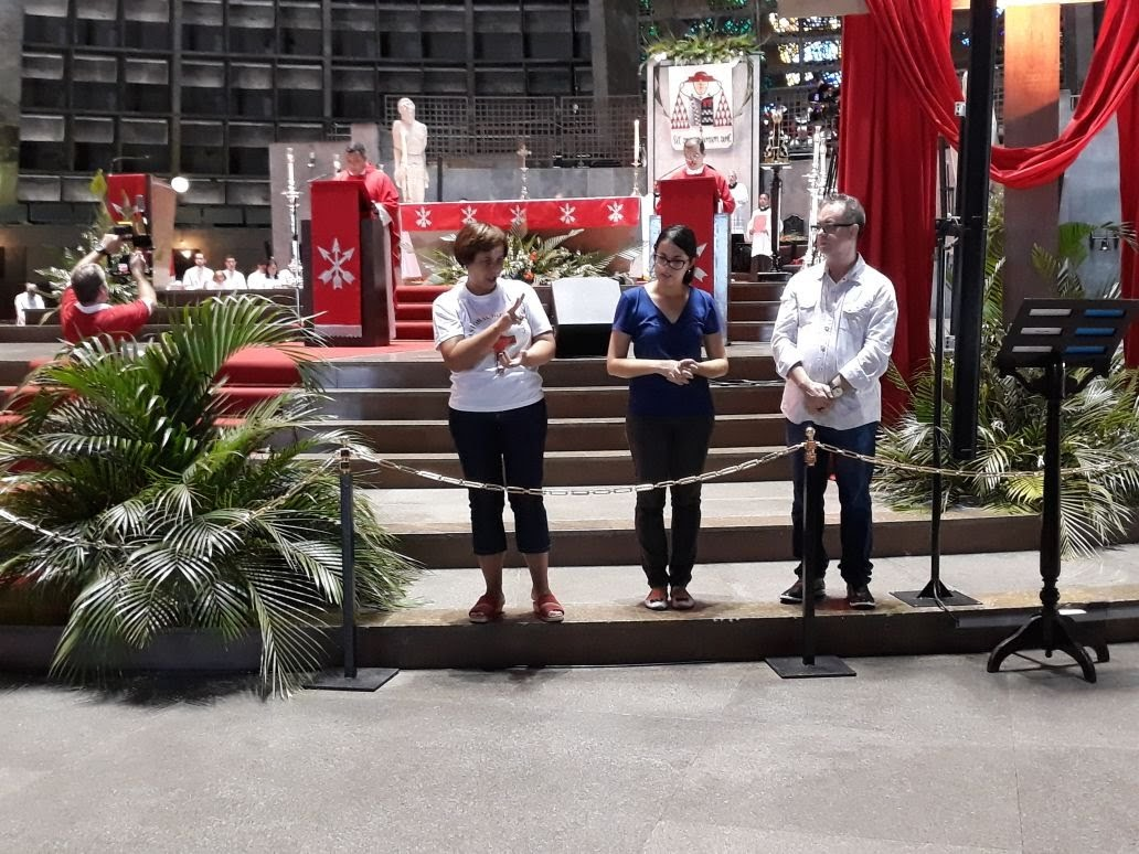 Três intérpretes durante a Leitura do Evangelho da Paixão de Cristo, na Catedral.