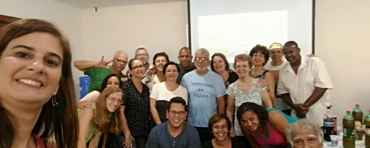 Foto dos surdos e intérpretes na Reunião Mensal de Formação na Cúria Metropolitana do Rio.