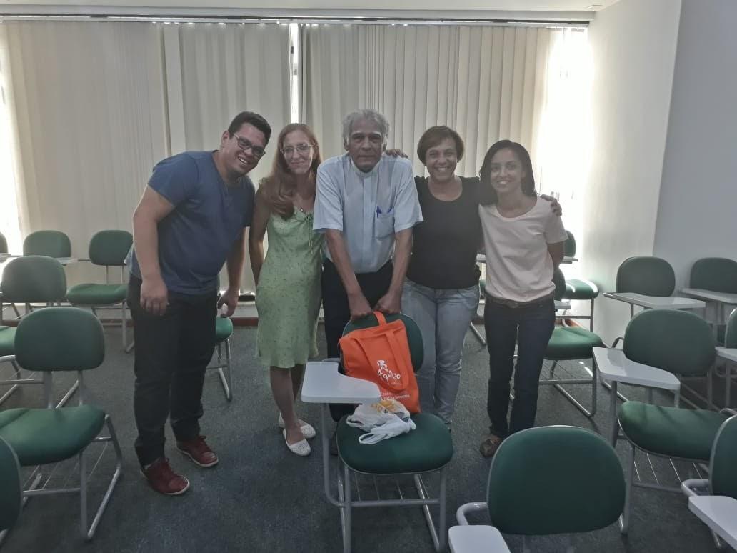 Reunião dos Intérpretes das Comunidades de Pavuna, São Gonçalo e Méier. Ao lado o diácono José, assessor eclesiástico da Pasped.