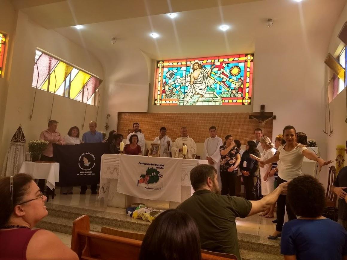 Final da Missa de sábado na Capela do Seminário Arquidiocesano de Juiz de Fora, MG.