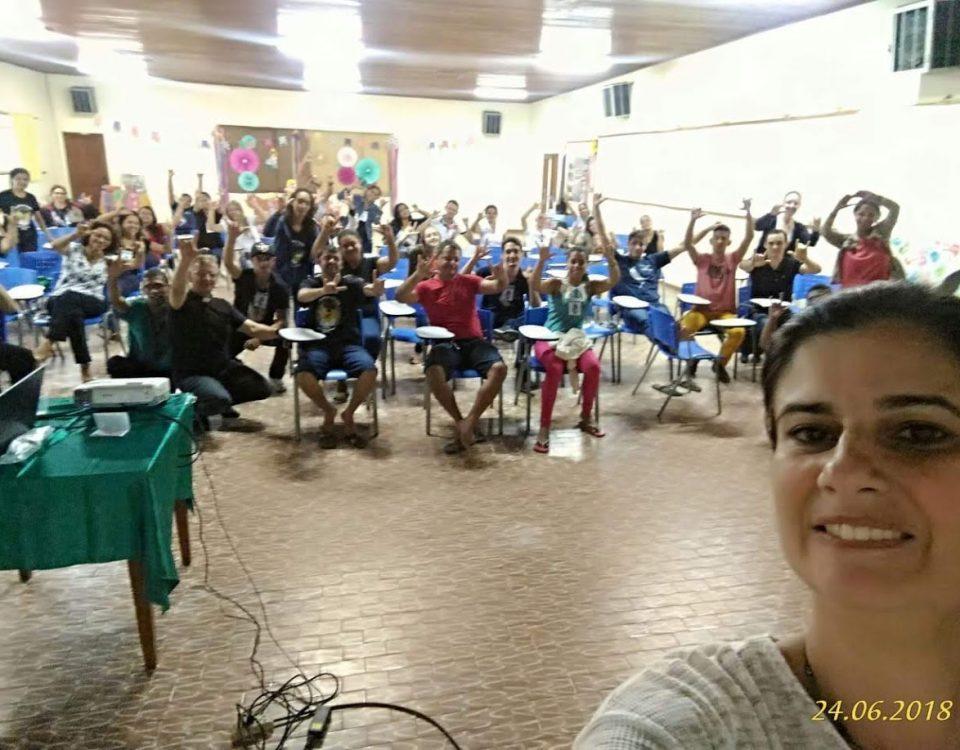 Janise Estrada encerrando a sua palestra motivadora da Evangelização.