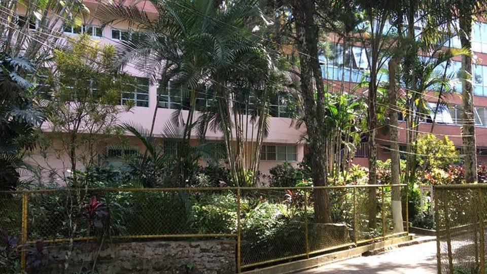 Fachada principal do Instituto Nossa Senhora de Lourdes (INOSEL). Estrada Santa Marinha, 514 - Gávea