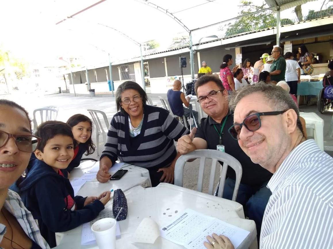 Momento do Bingo Fraterno: presença do coordenador arquidiocesano, Cesar Bacchim e a Graça, intérprete em LIBRAS da Penha.